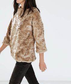 Sweat fausse fourrure Zara 17,00 € http://www.videdressing.com/sweats/zara/p-5863457.html?utm_source=pinterest&utm_medium=pinterest_share&utm_campaign=FR_Femme_V%C3%AAtements_Pulls+%26+Mailles_5863457_pinterest_share