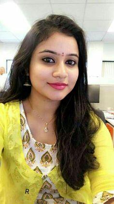 Beautiful Girl In India, Beautiful Women Over 40, Beautiful Blonde Girl, Beautiful Girl Image, Cute Beauty, Beauty Full Girl, Beauty Women, Real Beauty, Beautiful Bollywood Actress