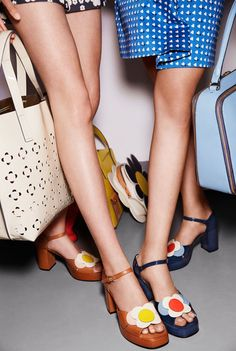 The Orla Kiely & Clarks Shoes Spring/Summer 2015 collection 60s Shoes, Sock Shoes, Cute Shoes, Me Too Shoes, Shoe Boots, Retro Heels, Shoes Heels, 70s Fashion, Look Fashion