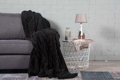 #slaapkamer #interieur # wonen #woonkamer Plaid, Blanket, Home, Gingham, Ad Home, Blankets, Homes, Cover, Comforters