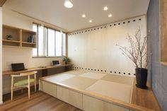 琉球畳の小上がり Japan Bedroom, Japanese Living Rooms, Tatami Room, Japanese Interior Design, Tiny Spaces, Tiny Living, Furniture Design, Room Decor, House Design