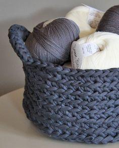Crochet basket by Les Plumé