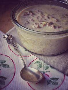 Cremige würzige Lauch Hackfleisch Suppe mit Rinderhackfleisch + Lauch (Poree). Besonders cremig dank Schmelzkäse + Creme Fraiche. Mit Baguette servieren.