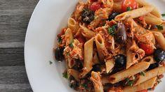 Penne au poulet, pesto de tomates séchées et olives