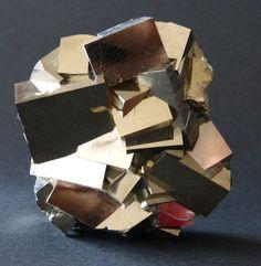 Conglomerado de pirita - 7,5 x 6,5cm - 460gm