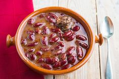 olla podrida My Favorite Food, Favorite Recipes, Lychee Fruit, Spanish Food, Cheeseburger Chowder, Food And Drink, Soup, Chocolate, Chorizo