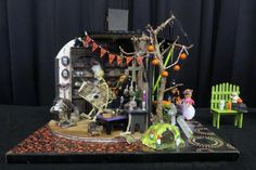 Miniature Vignettes Exhibited at the 2015 Westcoast Miniature Show: Halloween Roombox Vignette by Judy Rosmus
