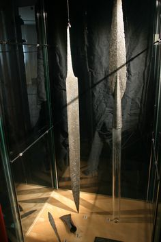 Viking spear MOTIV: Sverd PERIODE: Vikingtid FUNNSTAD: Halldalsnosi KOMMUNE: Lærdal ENGLISH: Spear tips from the Viking age, found in Lærdal in Western Norway. Exhibited at Bergen museum.