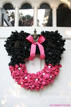 Minnie Mouse balloon wreath by BalloonBash.etsy.com