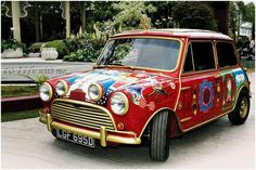 In Beatles manager Brian Epstein gave each of the Beatles a Mini Cooper S.George Harrison's car appeared in the film Magical Mystery Tour. George Harrison, Pattie Boyd, John Lennon, and Cynthia Lennon took their first acid trip in it. Les Beatles, Classic Mini, Classic Cars, Mini Cooper S, George Harrison, Jaguar, The Magical Mystery Tour, Musica, Cars