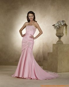 The high quality handmade wedding dresses are just here. Our custom made fashion wedding dresses collection can provide you destined wedding dresses. Chapel Wedding Dresses, Colored Wedding Dresses, Wedding Dress Styles, Bridal Dresses, Wedding Gowns, Prom Dresses, Formal Dresses, Sell Your Wedding Dress, Handmade Wedding Dresses