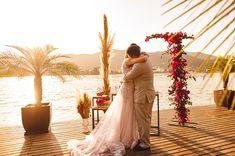#elopement #elopementwedding #wedding #noiva2020 #noiva #noivos #buque #bouquet #casamento #pordosol #casamentoaoarlivre #recemcasados #casamentoadois #fugindoparacasar #fugindopracasar #casei Elopement Wedding, Elope Wedding, Formal Dresses, Wedding Dresses, One Shoulder, Fashion, Newlyweds, Running Away, Outside Wedding