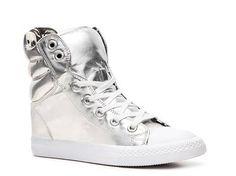 Betsey Johnson Noir Sneaker Fashion Sneakers - DSW