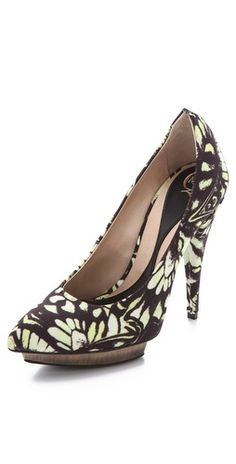 Alexander McQueen Printed High Heel Pumps - if only the heel were shorter...
