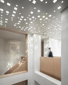 liang architecture inserts a light-filled atrium into apartment renovation in china Latest House Designs, Studio Living, Apartment Renovation, Glass Roof, Atrium, Decor Interior Design, Lighting Design, Interior Architecture, Classical Architecture