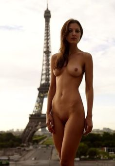 girls naked paris