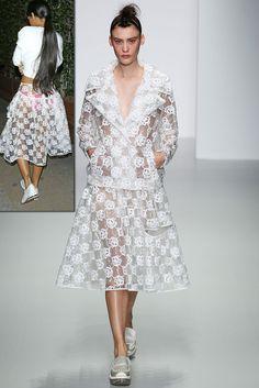 Simone Rocha Spring 2014 RTW - Runway Photos - Fashion Week - Runway, Fashion Shows and Collections - Vogue Minimal Fashion, White Fashion, Runway Fashion, Fashion Show, London Fashion, 3d Fashion, Fashion 2014, Review Fashion, Fashion Spring