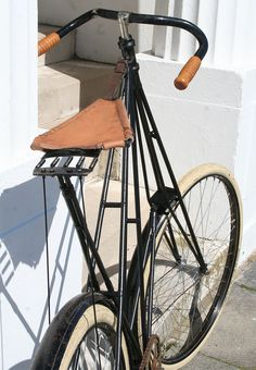 1906 Dursley Pedersen No 5 Cantilever Standard restored by previous owner (home made sling seat) Vintage Bikes, Retro Vintage, Old Fashioned Bike, Touring Bicycles, Antique Bicycles, Electric Mountain Bike, Arms Race, Cycling Art, Bike Frame