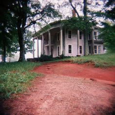 Georgia house....what a beauty this could be again, and a great place to live.  Houses with history....all over the South