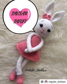 hatun with ・・・ Herkese merhaba 😊 Tospik tarifimin tamamı ile geldim 🐢🐢 Çok sevilen Niloya nın tospiğine göstermiş… See other ideas and pictures from the category menu…. Crochet Coat, Crochet Bunny, Free Crochet, Amigurumi Toys, Crochet Patterns Amigurumi, Knitting Patterns, Yarn Tail, Knitted Dolls, Chain Stitch