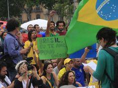 #atosdeapoio - 18 de junho 2013 - Manifestantes declaram amor ao País mesmo à distância (Foto: Osmar Portilho / Terra)