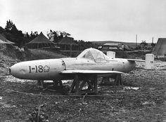 "1945, Okinawa, Une bombe volante pilotée ""Yokosuka MXY-7 Ohka"" capturée par les américains"