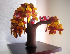 Handmade Felt Trees To Substitute Real Plants - Shelterness Crafts To Do, Felt Crafts, Diy Crafts, Hippie Crafts, Felt Tree, Felt Owls, Weeping Willow, Nature Table, Cactus