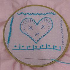 Missão do dia (cumprida ufa!): Recordar os pontos de bordado. Valeu pró Tarsila @casadaabuela!