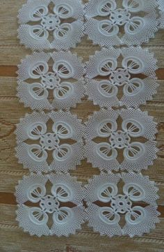 Irish lace Irish crochet flower motives, off white flower applique, Irish crochet decor, wedding dec Débardeurs Au Crochet, Thread Crochet, Filet Crochet, Irish Crochet, Crochet Stitches, Crochet Tablecloth, Crochet Doilies, Crochet Flowers, Diy Crafts Crochet
