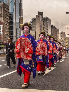 Asakusa Oiran Dochu 12/19 Behind the tayu are the younger oirans, the furisode sinzo, all dressed in the same kimono #Asakusa, #Oiran, #Dochu, #furisode, #sinzo November 9 2014 © Grigoris A. Miliaresis