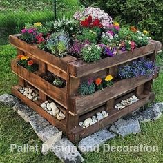 DIY Recycled Wood Pallet Ideas for Projects And Carfting Ideas Diy Pallet Projects Carfting DIY Ideas Pallet Projects Recycled Wood Diy Garden Projects, Diy Pallet Projects, Wood Projects, Outdoor Projects, Pallet Designs, Diy Pallet Furniture, Furniture Ideas, Wooden Furniture, Outdoor Furniture