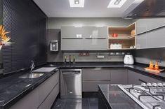 armário de cozinha modulado para cozinha com decoração toda cinza e moderna