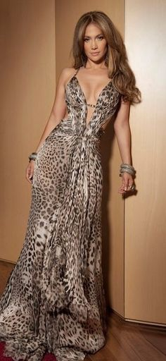 COTE D'AZUR, May 2010 - Jennifer Lopez wearing a long, silk mousseline jaguar-printed Roberto Cavalli gown with a small train. It featured Swarovski crystal embroidery and a plunging neckline. Elegant Dresses, Sexy Dresses, Long Dresses, Robes Glamour, Love Fashion, Fashion Design, Fashion Shoes, Fashion Models, Fashion Trends