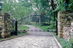 Entry gate / driveway LaurelRock.com
