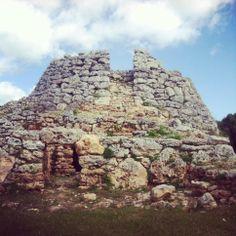 ARQUITECTURA TALAYÓTICA: Talayot de Cornia (Menorca)