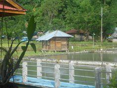 even pauseren bij visrestaurant, na bezoek aan de waterval van Popotolen