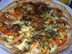 La meilleure recette de Tarte a la mozarella et tomate! L'essayer, c'est l'adopter! 4.3/5 (7 votes), 9 Commentaires. Ingrédients: 1 pate brisée,3 tomates,2 boules de mozzarella,1 filet d'huile d'olive,1 c a café de basilic ciselé,sel,poivre Tomate Mozzarella, Coffee Wine, Vegetable Pizza, Pesto, Entrees, Biscuits, Menu, Nutrition, Cooking