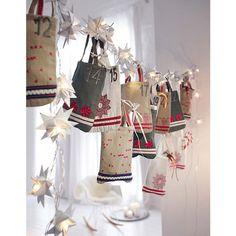 Christmas, Natale, calendario dell'avvento con borsine di stoffa