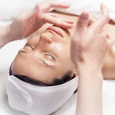 13 ways you are ruining your spa experience Big Pimple, Pimple Popping, Henna Brows, Mini Spa, Face Massage, Massage Envy, Beauty Junkie, Spa Treatments, Aesthetic Makeup