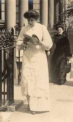 U.K. Victorian street style, c. 1905 // by Edward Linley Sambourn