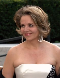 Renée Fleming is an American opera singer and soprano whose repertoire encompasses Richard Strauss, Mozart, Handel, bel canto, lieder, French opera and chansons, jazz and indie rock. Fleming has a full lyric soprano voice.