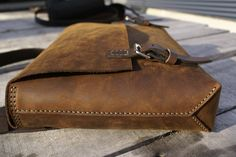 c53772b4aff1 46 meilleures images du tableau Leather Bag   Leather purses ...