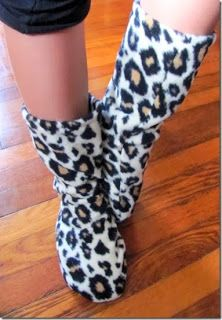34 Fast and Easy Fleece Projects - I love the fleece socks. I think I can make them as boot liners for all the girls. Fleece Crafts, Fleece Projects, Fabric Crafts, Sewing Crafts, Sewing Projects, Sewing Patterns Free, Free Sewing, Fleece Patterns, Sewing Hacks
