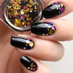 Summer nails are one of the few things that tempt you with their bright and vast color options. Summer is the time for that bright manicure. Classy Nails, Fancy Nails, Pink Nails, Glitter Nails, Cute Nails, Pretty Nails, Gel Nails, Classy Nail Designs, Acrylic Nail Designs