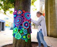 Yarn bomb artist Emma Leith # yarn bombing Ten tips for a successful yarn bomb. Crochet Tree, Freeform Crochet, Crochet Yarn, Knitting Yarn, Yarn Crafts, Diy And Crafts, Arts And Crafts, Yarn Bombing Trees, Guerilla Knitting