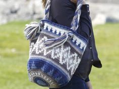 Instructions: crochet bag- Anleitung: Tasche häkeln Pocket and wallet with color pattern. The work will … - Tapestry Crochet Patterns, Crochet Purse Patterns, Tapestry Bag, Vans Sk8, Coach Handbags, Color Patterns, Purses And Bags, Knit Crochet, High Top Sneakers