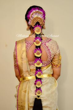 42 Ideas Indian Bridal Lengha Hair For 2019 Bridal Hairstyle Indian Wedding, South Indian Bride Hairstyle, Bridal Hairdo, Indian Wedding Hairstyles, Indian Bridal Wear, Bride Hairstyles, Hair Design For Wedding, Chic Bridal Showers, Bridal Blouse Designs