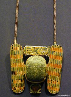 Pectoral orné d'un scarabée ailé, Musée égyptien du Caire Les tombes royales de Tanis