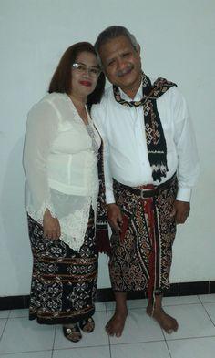 Mama and papa.. Pake pakian adat sabu NTT 😍😍 #pakianadat #adatsabu #sabuNTT