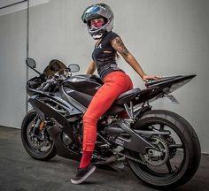 Байкер девушка на Yamaha R6